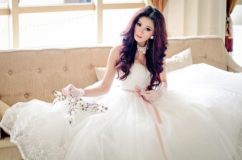 Những kiểu tóc buông dài giúp cô dâu xinh hơn trong ngày cưới 2