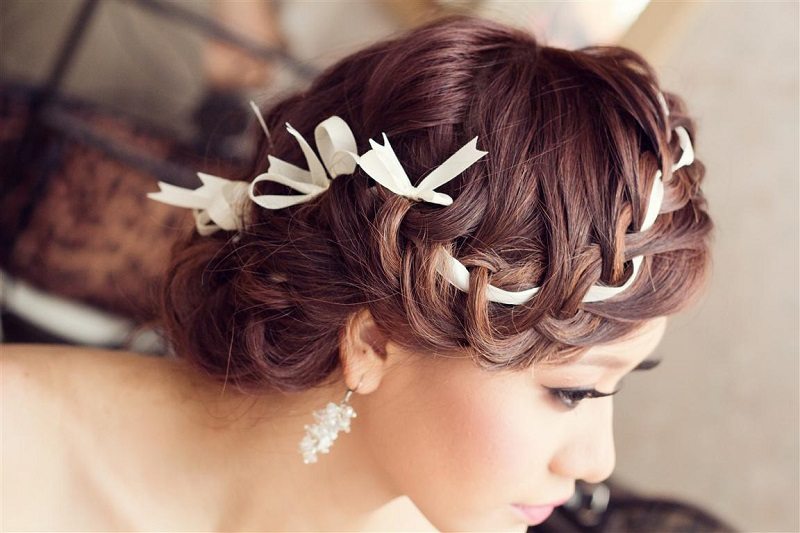 Những kiểu tóc buông dài giúp cô dâu xinh hơn trong ngày cưới 4