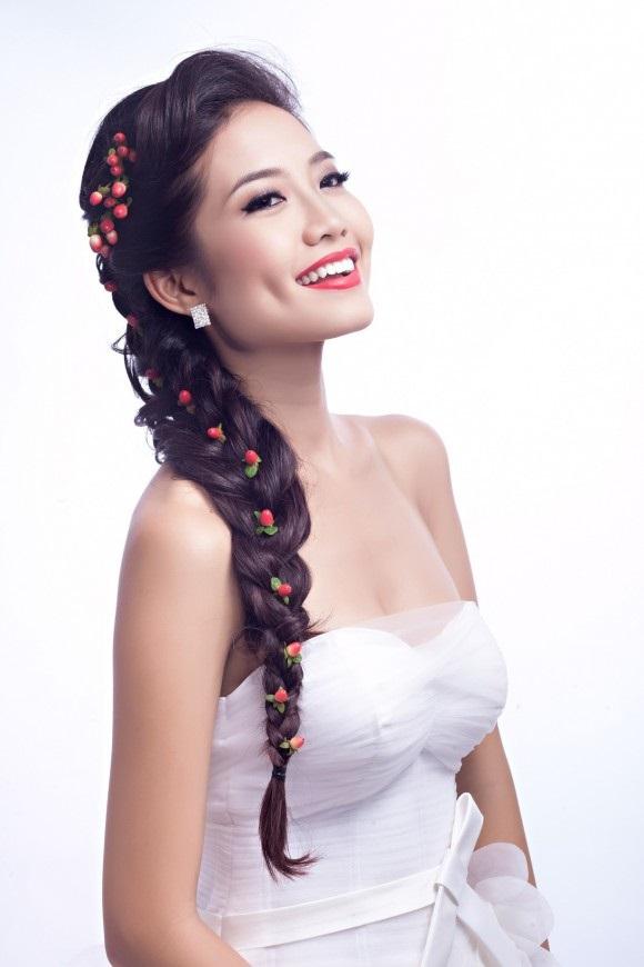 Những kiểu tóc buông dài giúp cô dâu xinh hơn trong ngày cưới 5