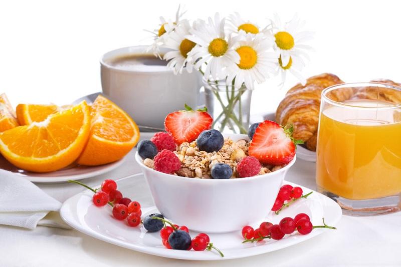 Ăn sáng đầy đủ vừa cung cấp năng lượng cho cơ thể, vừa hỗ trợ bạn kiểm soát cân nặng tốt hơn