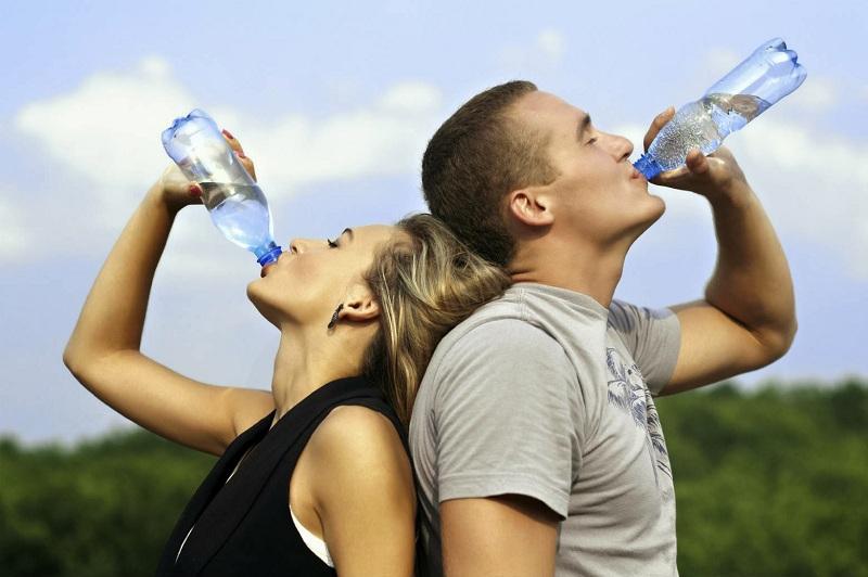 Uống nhiều nước lọc để thanh lọc cơ thể, đào thải mỡ thừa nhanh chóng