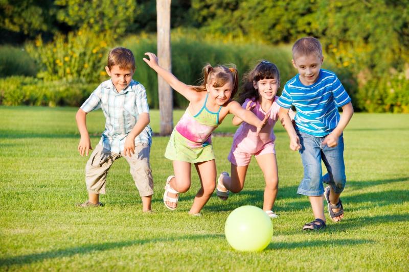 Bạn có thể tạo điều kiện để trẻ tham gia nhiều trò chơi hơn.