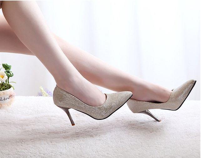 Cách phối đồ phù hợp cho những cô nàng yêu giày ánh kim 5