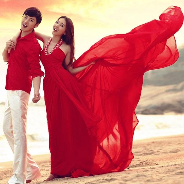Giúp cô dâu rạng rỡ, hạnh phúc hơn trong ngày cưới nhờ những chiếc váy đỏ 7