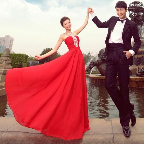 Giúp cô dâu rạng rỡ, hạnh phúc hơn trong ngày cưới nhờ những chiếc váy đỏ 8