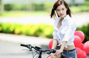 Mix quần jean cùng áo sơ mi trắng để hợp thời trang và sành điệu hơn 0