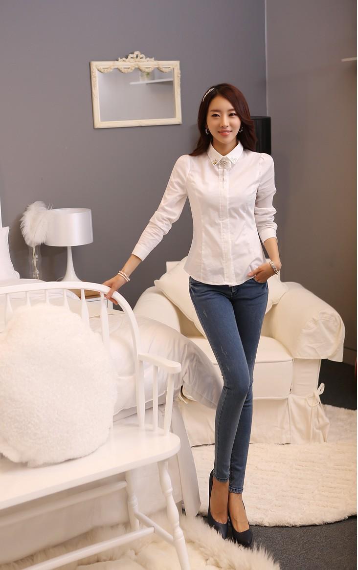 Mix quần jean cùng áo sơ mi trắng để hợp thời trang và sành điệu hơn 2