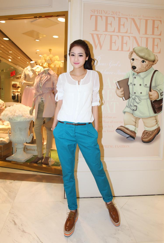 Mix quần jean cùng áo sơ mi trắng để hợp thời trang và sành điệu hơn 3
