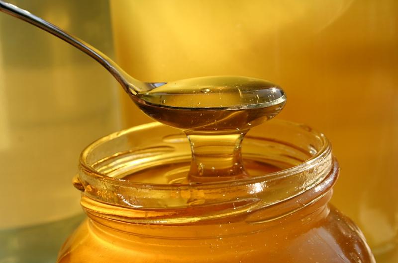 Mật ong nguyen chất giúp da khỏe mạnh hơn.