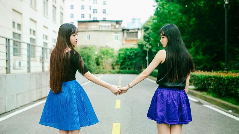 Bạn sẽ thoải mái khi ở bên cạnh bạn bè hơn.