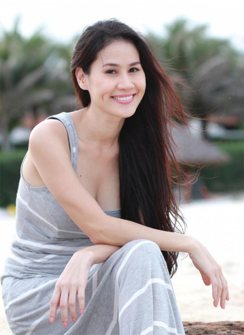 Ngắm những bà mẹ đơn thân xinh đẹp giỏi giang của Showbiz Việt 1