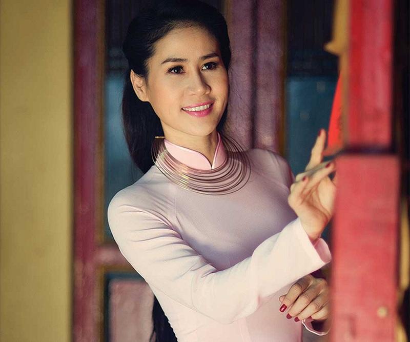 Ngắm những bà mẹ đơn thân xinh đẹp giỏi giang của Showbiz Việt 4