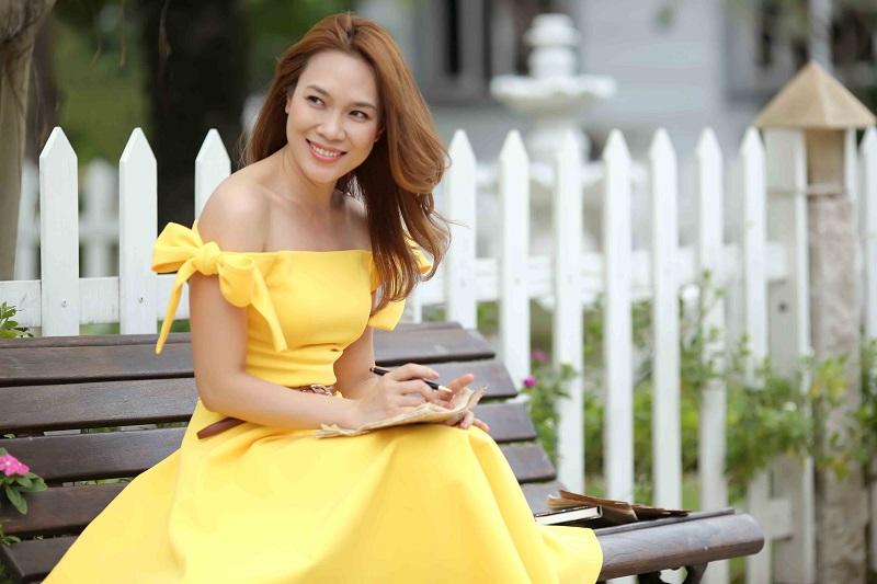 Những mỹ nhân của showbiz Việt luôn gắn liền với mái tóc dài bồng bềnh 1