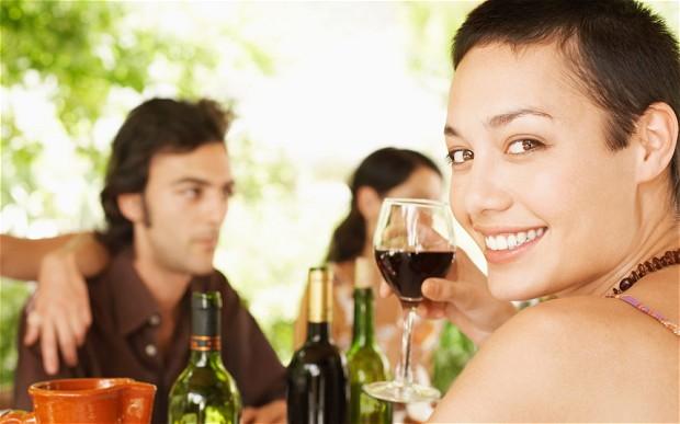 Mẹo giúp chị em giảm cân và làm đẹp da với rượu vang2