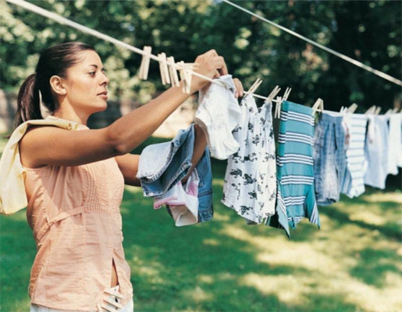 Phơi đồ, giặt đồ cũng có tác dụng tương tự.