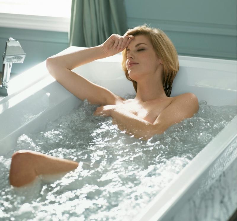 Ngâm da trong nước giúp lông mềm hơn nhé.