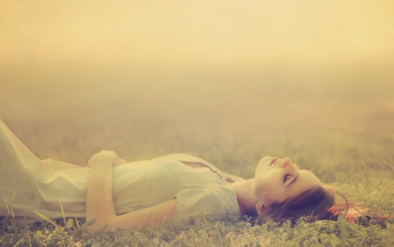 Con gái mềm yếu thường mắc sai lầm trong tình yêu.