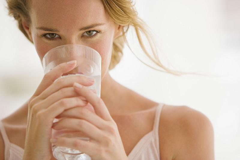 Uống nhiều nước lọc để giảm cân nhanh chóng