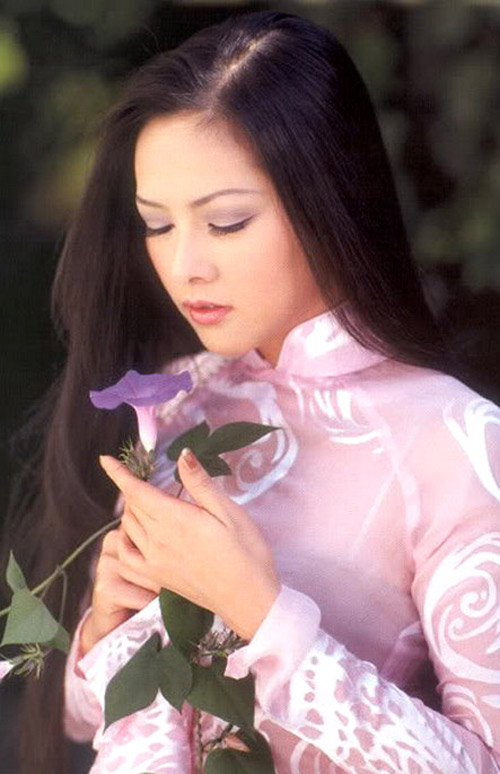 Như Quỳnh gắn liền với hàng loạt ca khúc nổi tiếng như Người tình mùa đông...