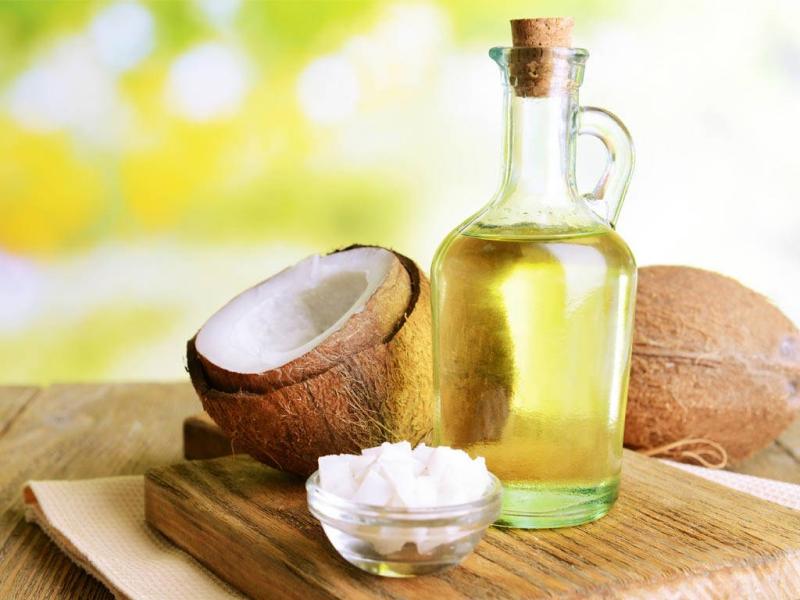 Dầu dừa có nhiều ích lợi cho tóc bạn.