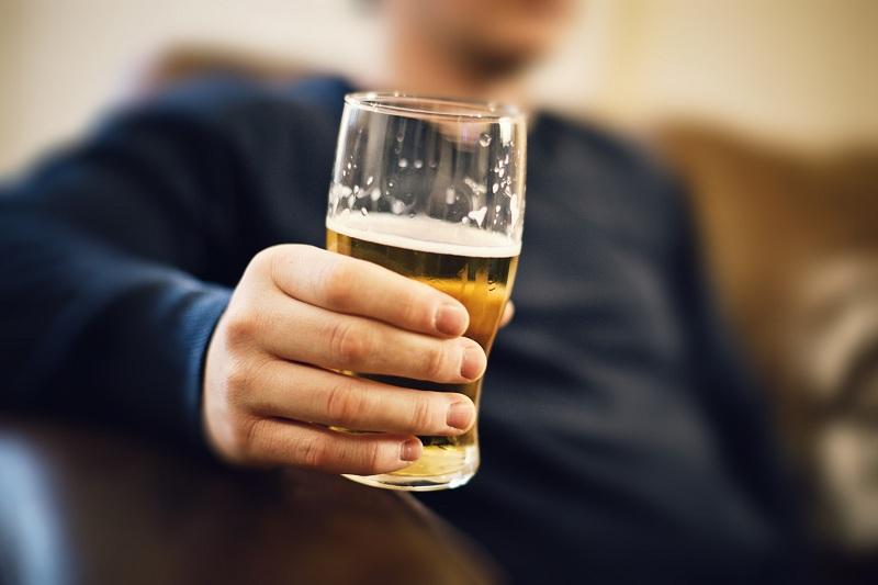 Uống chậm để lượng cồn nạp vào cơ thể ít hơn
