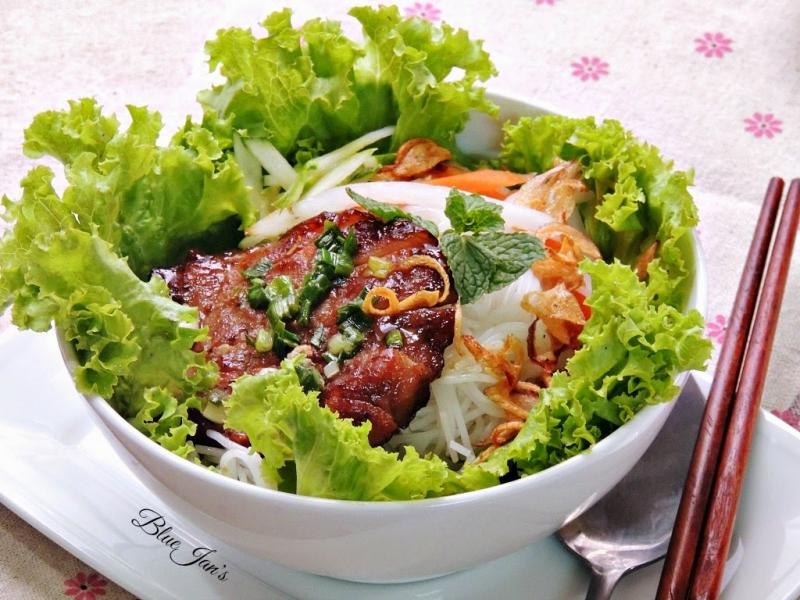 Bún thịt nướng là món ăn rất hấp dẫn.