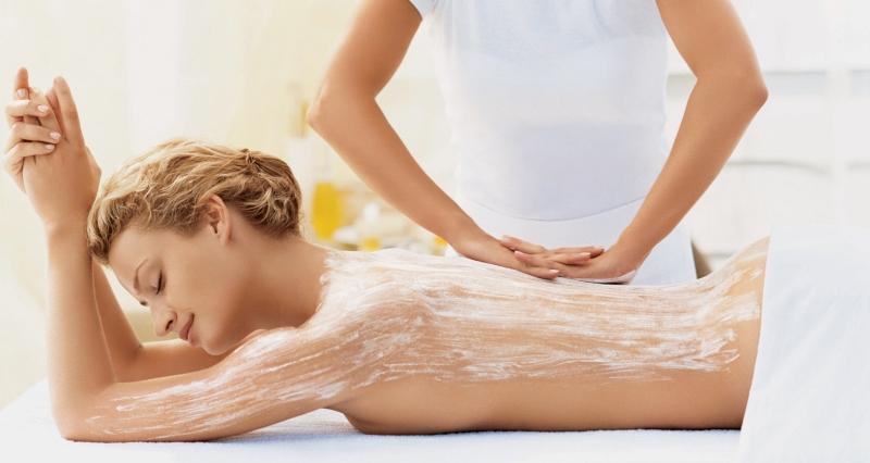 Bạn có thể tẩy da chết mỗi tuần một lần.