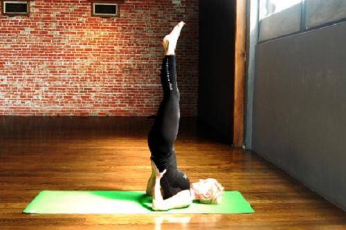 Những bài tập yoga giúp chị em cải thiện giấc ngủ và giảm stress hiệu quả6