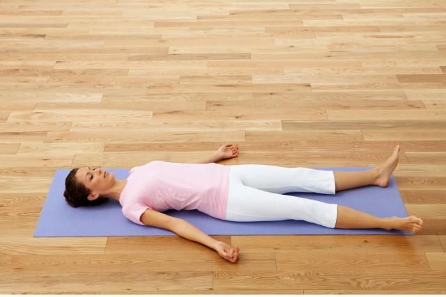 Những bài tập yoga giúp chị em cải thiện giấc ngủ và giảm stress hiệu quả7