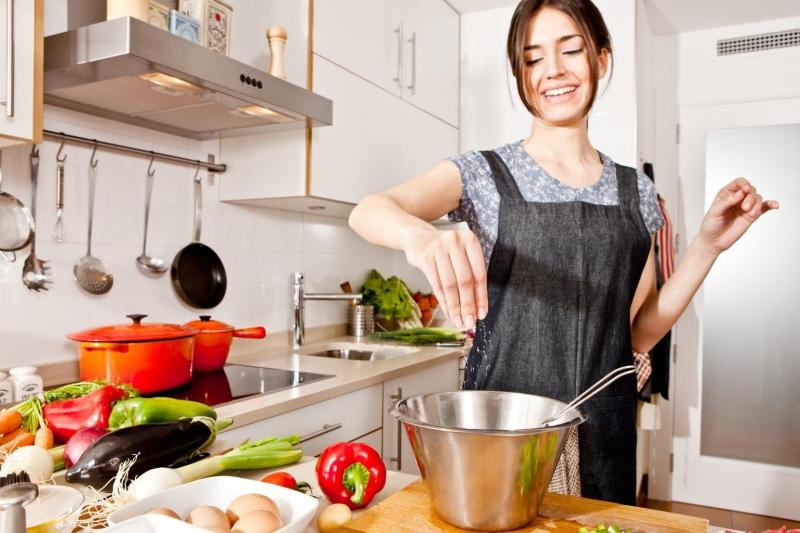 Làm bếp, rửa chén đều là những cách xả stress.