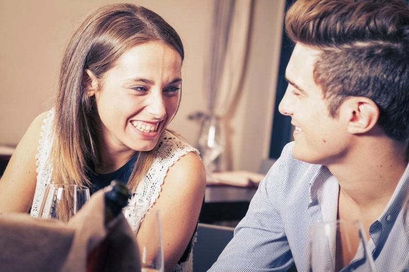 Khi yêu nhau các bạn dễ dàng trao đổi với nhau.