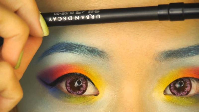 Trang điểm mắt mèo từng là đặc trưng của CL.