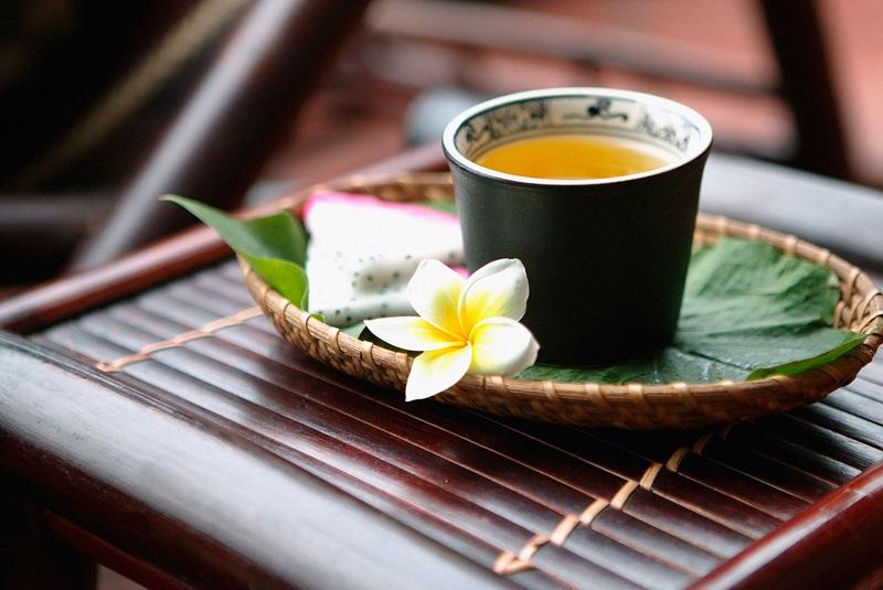 Uống trà xanh vào buổi sáng