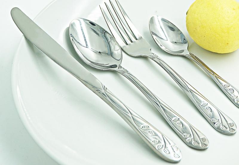 Với dụng cụ bằng bạc, inox, bạn cần phải có cách chăm chút riêng.