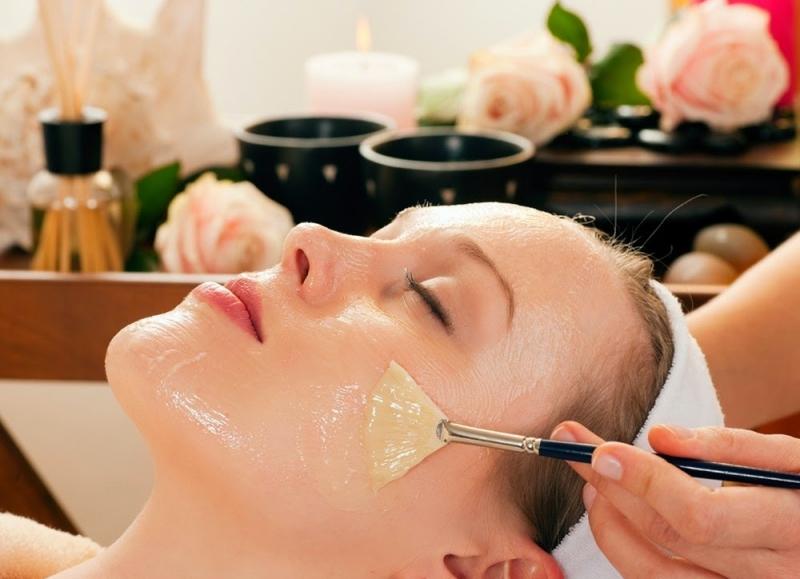 Massage môi cũng rất cần thiết.