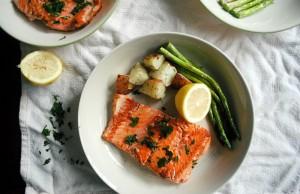 Công thức chế biến món cá hồi nướng chanh cho bữa cơm giảm cân thêm hấp dẫn