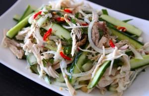 Lam-nhanh-mon-salad-dua-chuot-thit-ga-cho-thuc-don-giam-can-ngay-moi-0