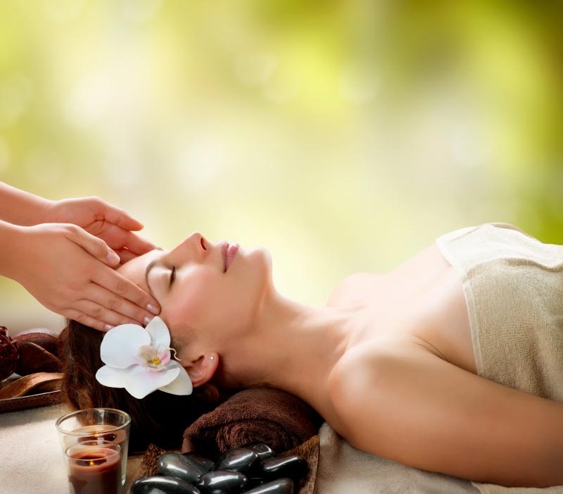 Bạn cũng có thể chọn tinh dầu hoa hướng dương cho làn da mình.
