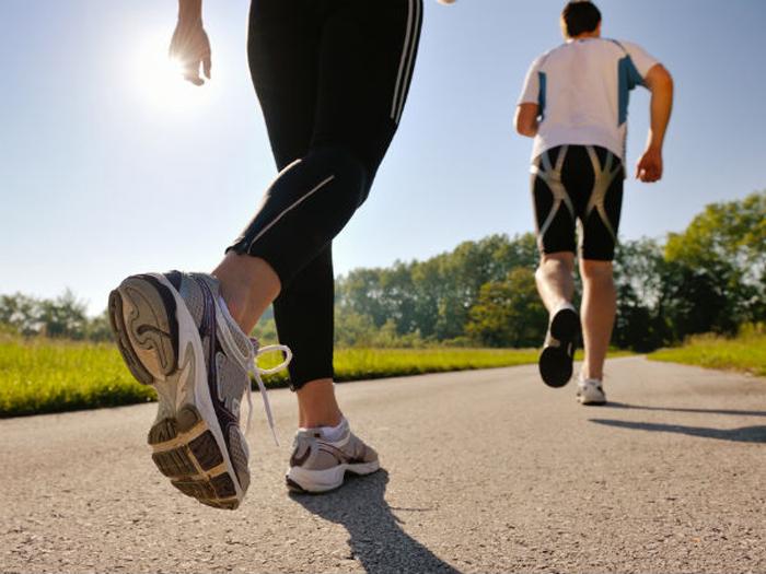 Đi bộ đúng cách giúp các bạn tiêu hủy mỡ thừa một cách lành mạnh và nhanh chóng2