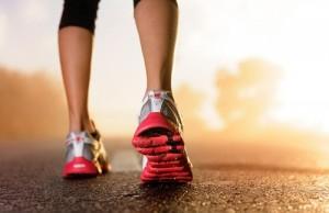 Đi bộ đúng cách giúp các bạn tiêu hủy mỡ thừa một cách lành mạnh và nhanh chóng
