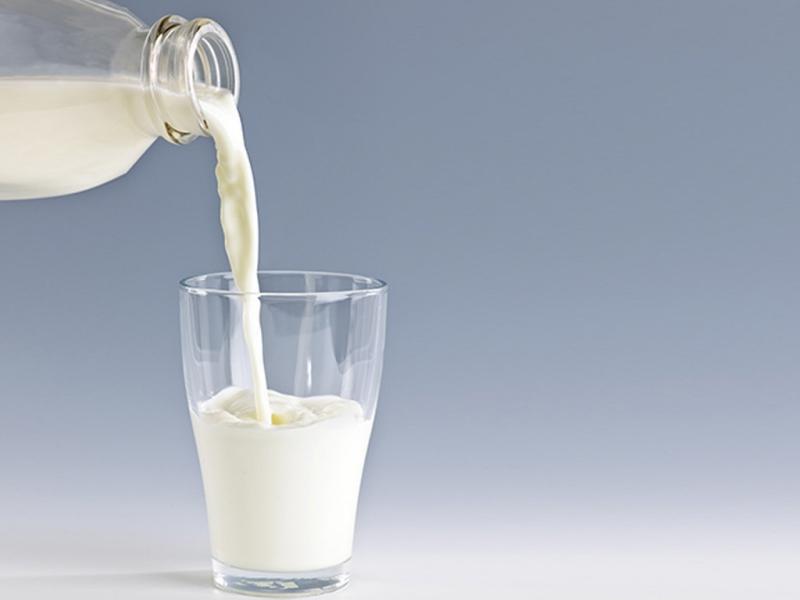 Bạn cũng có thể dùng sữa tươi để chăm sóc da.