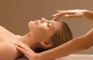 Cách massage mặt giúp khuôn mặt thon gọn và làn da mịn màng