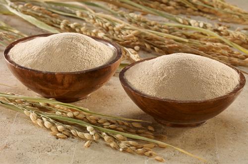 Bật mí cách làm đẹp bằng cám gạo và sữa tươi dành cho chị em2